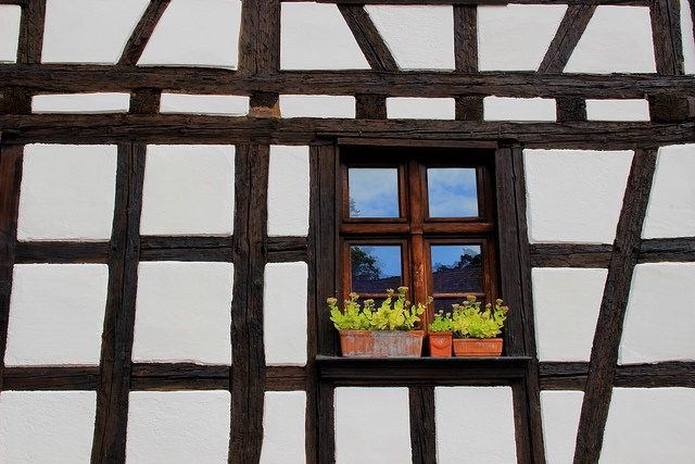 Re-purpose old windows for some DIY glam | Image Credit: EladeManu