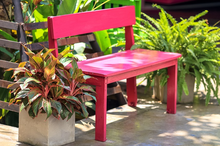 Reclaimed wood furniture is eco-friendly, budget-friendly and quite good looking too!