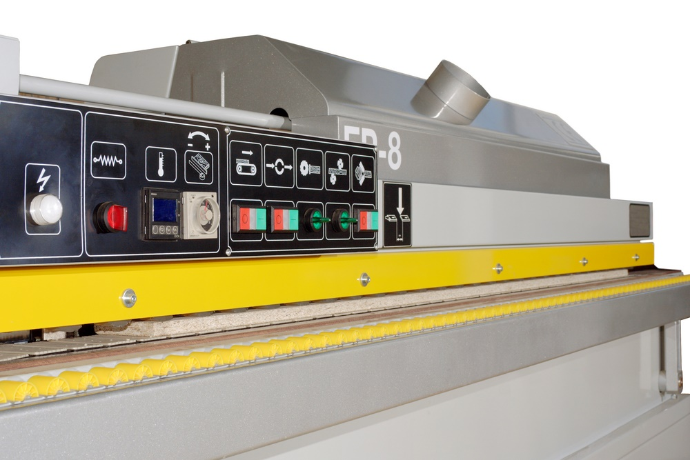 Edgebander: the machine that glues, cuts and trims